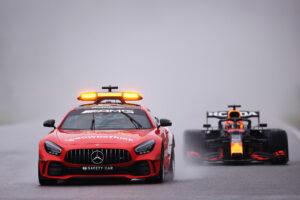 Max Verstappen derrière la voiture de sécurité du Grand Prix de Belgique